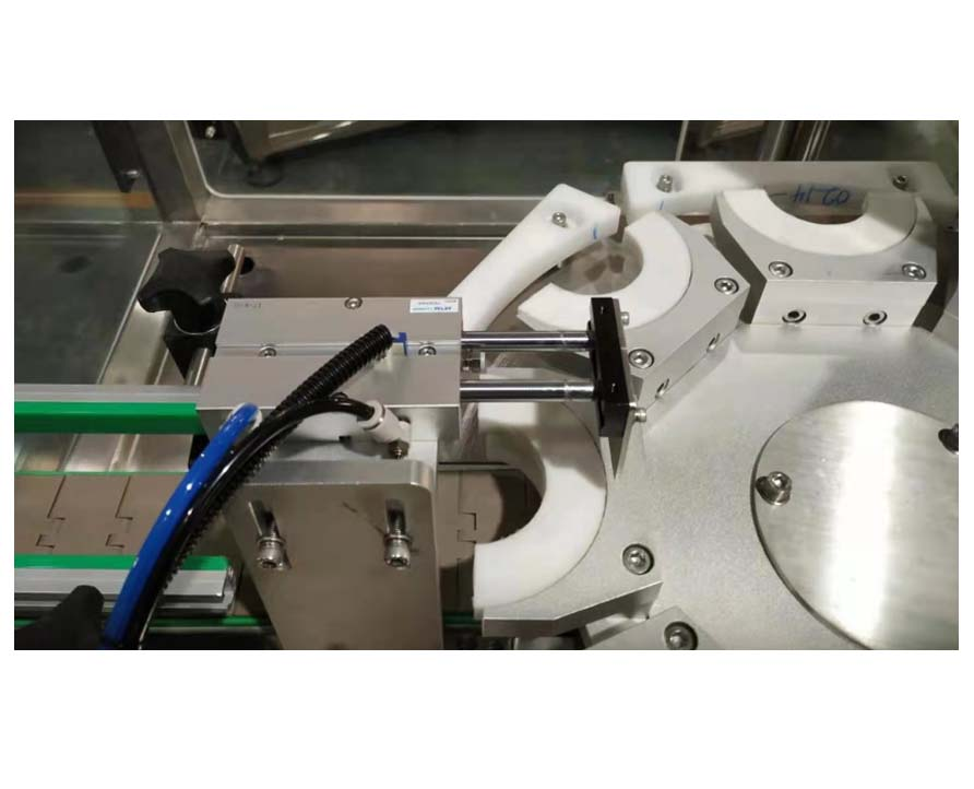 Double Head Vacuum Screw Capping Machine for Glass Bottle  FH-VCM30